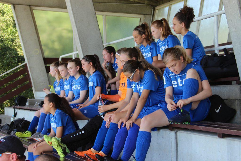 B2-Juniorinnen starten erfolgreich in die Aufstiegsspiele
